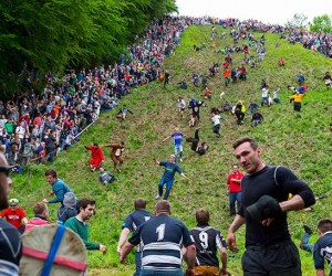 thousands-of-people-ventured-to-coopers-hill-in-gloucestershire-on-bank-holiday-monday-to-watch-the-world-famous-cheese-rolling-competition-136390561095902601-140527104013